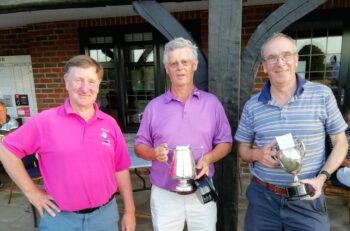 Alan Blok (Captain), David Absalom with the Hornsey-Walker Cup, Alan Longhurst with the Veteran's Cup